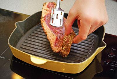 как приготовить стейк из говядины на сковороде гриль